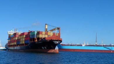 صورة وصول 1340 حاوية بضائع متنوعة لميناء الخمس