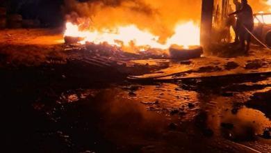 """Photo of حريق في مستودع سوق سوداء لبيع الوقود بــ""""الجميل"""""""
