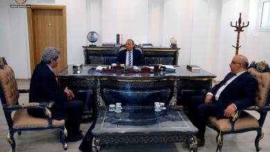 """Photo of """"الثني"""" يبحث مع وزيريّْ """"الحكم المحلي"""" و """"العمل والتأهيل"""" مشاكل شركات النظافة"""