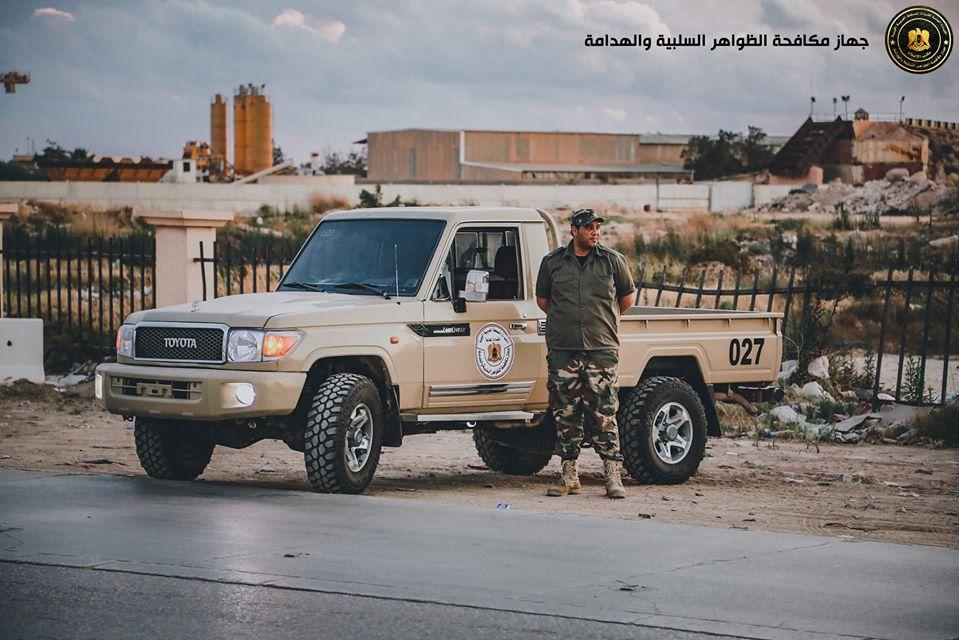 انتشار عناصر جهاز مكافحة الظواهر السلبية والهدامة في شوارع ومفترقات مدينة بنغازي