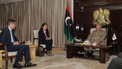 Photo of المشير حفتر يلتقي السفير الألماني في مقره بالرجمة