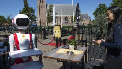 Photo of مطعم هولندي يستخدم روبوتات لخدمة الزبائن.. شاهد