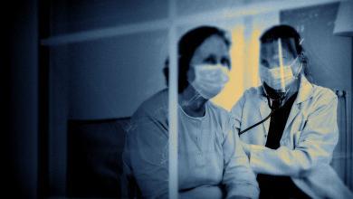 """Photo of منظمة الصحة العالمية: العالم يشهد مرحلة """"جديدة وخطيرة"""" بسبب فيروس كورونا"""