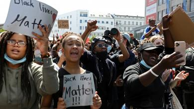 "صورة شوارع برلين ولندن تتضامن مع متظاهري أميركا تنديداً بمقتل ""جورج فلويد"""