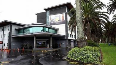 Photo of مُشرّد يخدع الحكومة ويُحجر في فندق 5 نجوم