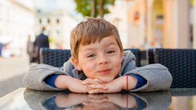 صورة قواعد اللباقة في التعامل.. كيف تعلمينها لطفلك؟