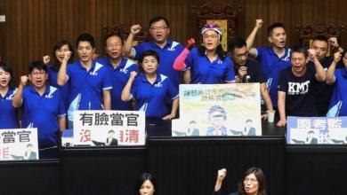صورة المعارضة التايوانية تحتل البرلمان بعد اشتباكات