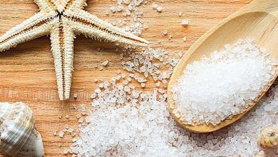 صورة مشاكل الشعر الدهني ووصفة الملح البحري للتخلص منها
