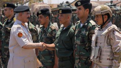 Photo of حفتر يتفقد تجهيزات بعض المعسكرات في بنغازي