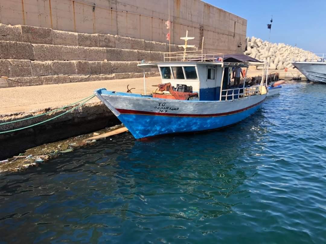 ليبيا تضبط قارب صيد تونسي اخترق المياه الإقليمية