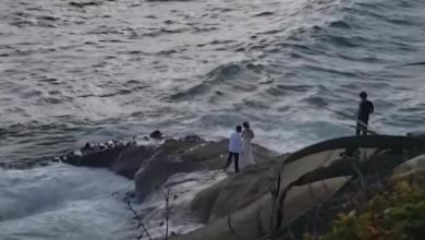 Photo of موجة عملاقة تفسد فرحة عروسين.. شاهد الفيديو