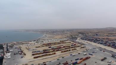 Photo of ميناء الخمس يستقبل 178 سيارة و7500 رأس ضأن