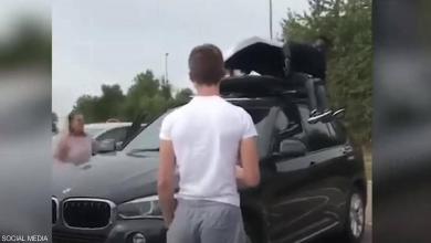 "Photo of مهاجران يحاولان الوصول لبريطانيا في صندوق سيارة ""فيديو"""