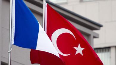 Photo of الخلافات الفرنسية التركية بسبب ليبيا على طاولة أوروبية