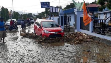 Photo of 16 قتيلاً بسيول وانهيارات أرضية في إندونيسيا