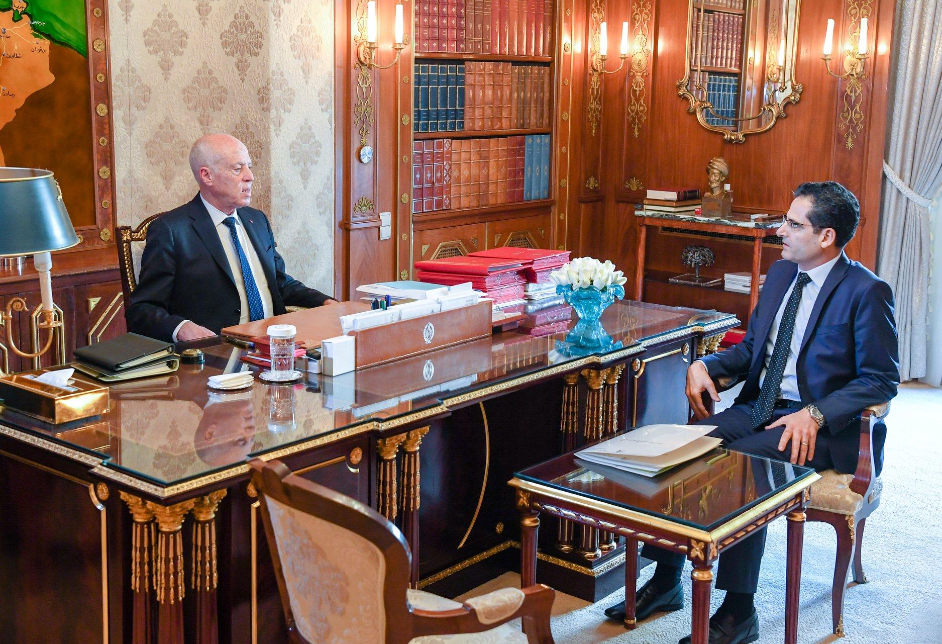 الوزير مع الرئيس قيس سعيّد- إرشيفية