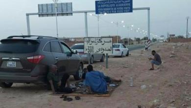 "Photo of ليبيون عالقون في الجزائر في انتظار ""تصريح حكومي"""