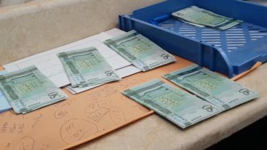 صورة مصرف الوحدة يُمدد دوامه لإدراج حوافظ المرتبات