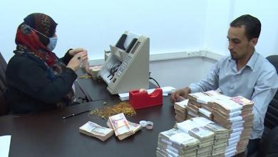 صورة وزارة العمل تؤكد الإفراج عن أكثر من 100 ألف مرتب