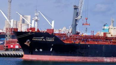 Photo of ناقلة بنزين تبدأ إفراغ حمولتها في ميناء طرابلس