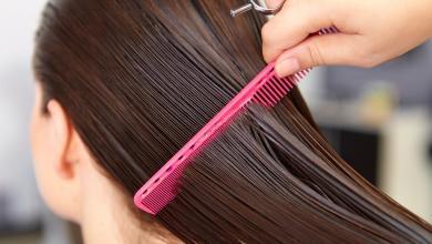صورة تسريح الشعر بفرشاة غير نظيفة.. الضرر أكبر مما تعتقدين