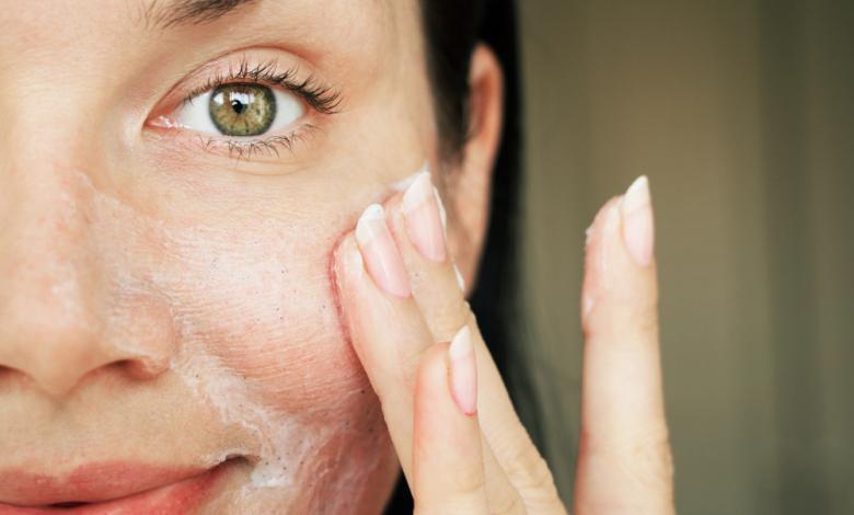 Photo of كيف أختار صابوناً لا يسبب جفاف بشرتي؟.. إليكِ الجواب