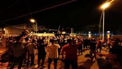 """صورة حراك """"23 أغسطس"""" يطالب بتسليم السلطة لـ""""القضاء"""""""