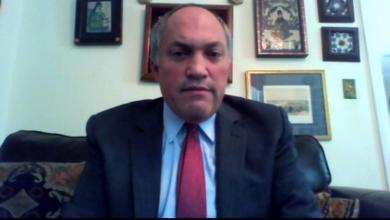 Photo of باحث أميركي: حفتر يُقلِق واشنطن وموسكو.. والسراج باع السيادة