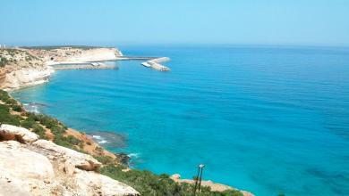 """Photo of شواطئ ليبيا.. """"كنز سياحي"""" دمّره الإهمال وجنون الأسعار"""