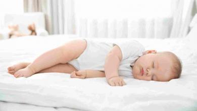 صورة طفلك لا يستطيع النوم بسبب الحر؟ إليك أفضل الطرق لمساعدته
