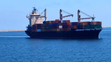 صورة ميناء طرابلس ينتعش.. سفن محملة بالبضائع تتوالى عليه