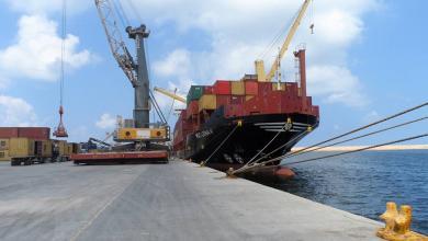 صورة مصدر لـ218: جنوح سفينة بميناء طرابلس وإغلاق الحركة الملاحية