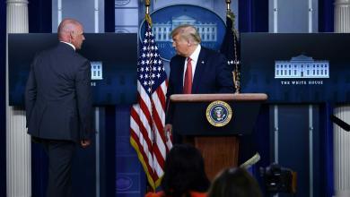 صورة ترامب يقطع مؤتمره اليومي بعد إطلاق نار خارج البيت الأبيض