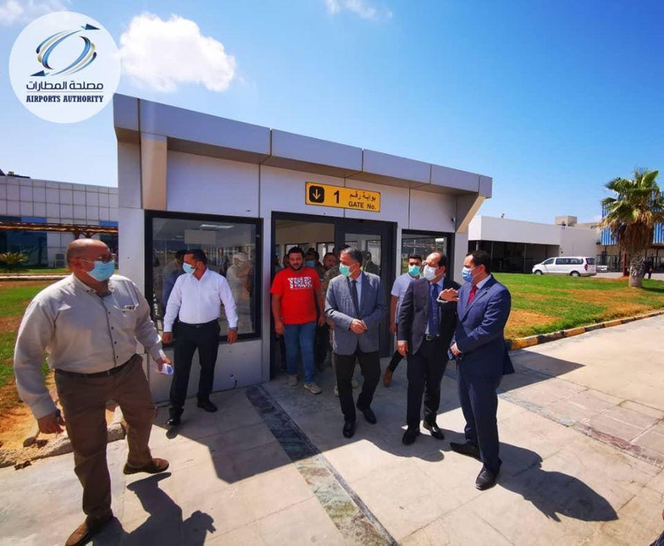 نائب الرئاسي ووزير المواصلات يتابعان استئناف رحلات معيتيقة