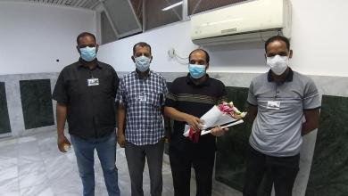 Photo of مركز طبرق الطبي يُكرم أول طبيب متعافي من كورونا