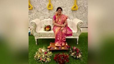 صورة زوج هندي يُعبّر عن إخلاصه لزوجته الراحلة بطريقة مُبتكرة