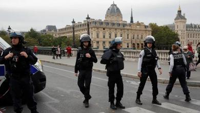 Photo of فرنسا.. مُسلّح يحتجز رهائن في مصرف بمدينة هافير