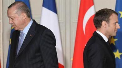 """صورة أردوغان يهاجم ماكرون ويصفه بـ""""الانتهازي غير الكفء"""""""