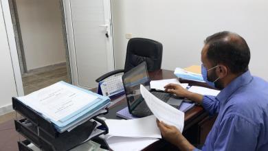 صورة تجهيز مرتبات موظفي مكتب المعاهد في باطن الجبل