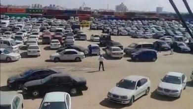 صورة دفعة سيارات أوروبية تصل ميناء بنغازي