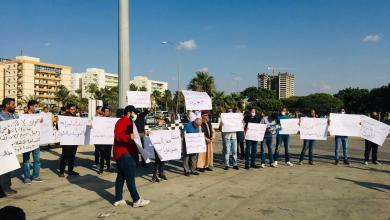 صورة مظاهرة في بنغازي تُندد بالفساد وتدعو لانتخابات مبكرة