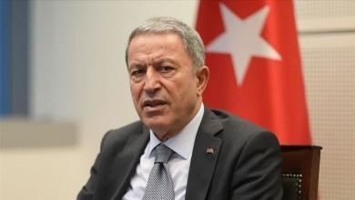"""صورة بعد إساءة لـ""""أردوغان"""".. وزير دفاع تركيا يشن هجوماً عنيفاً على الصحافة اليونانية"""