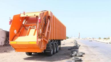 صورة بلدية تاجوراء تشرع في توزيع العربات الضاغطة للقمامة