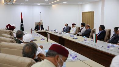 صورة الثني يلتقي أعيان وحكماء بنغازي لتوضيح أسباب استقالة الحكومة