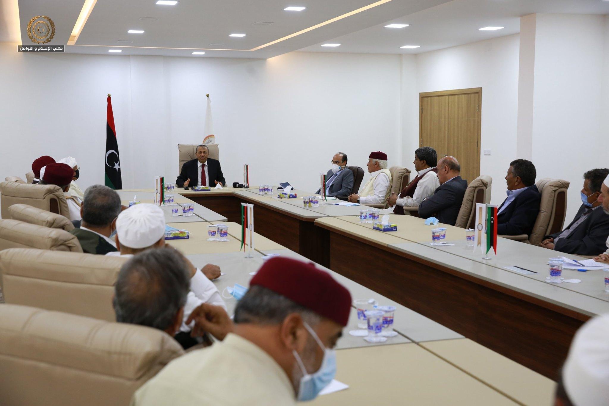 عبدالله الثني يلتقي أعيان وحكماء بنغازي لتوضيح أسباب استقالة الحكومة