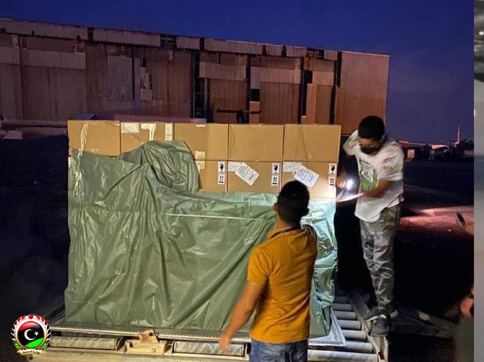 وصول شحنتان من الإمدادات الطبيّة لمكافحة كورونا إلى مطار معيتيقة