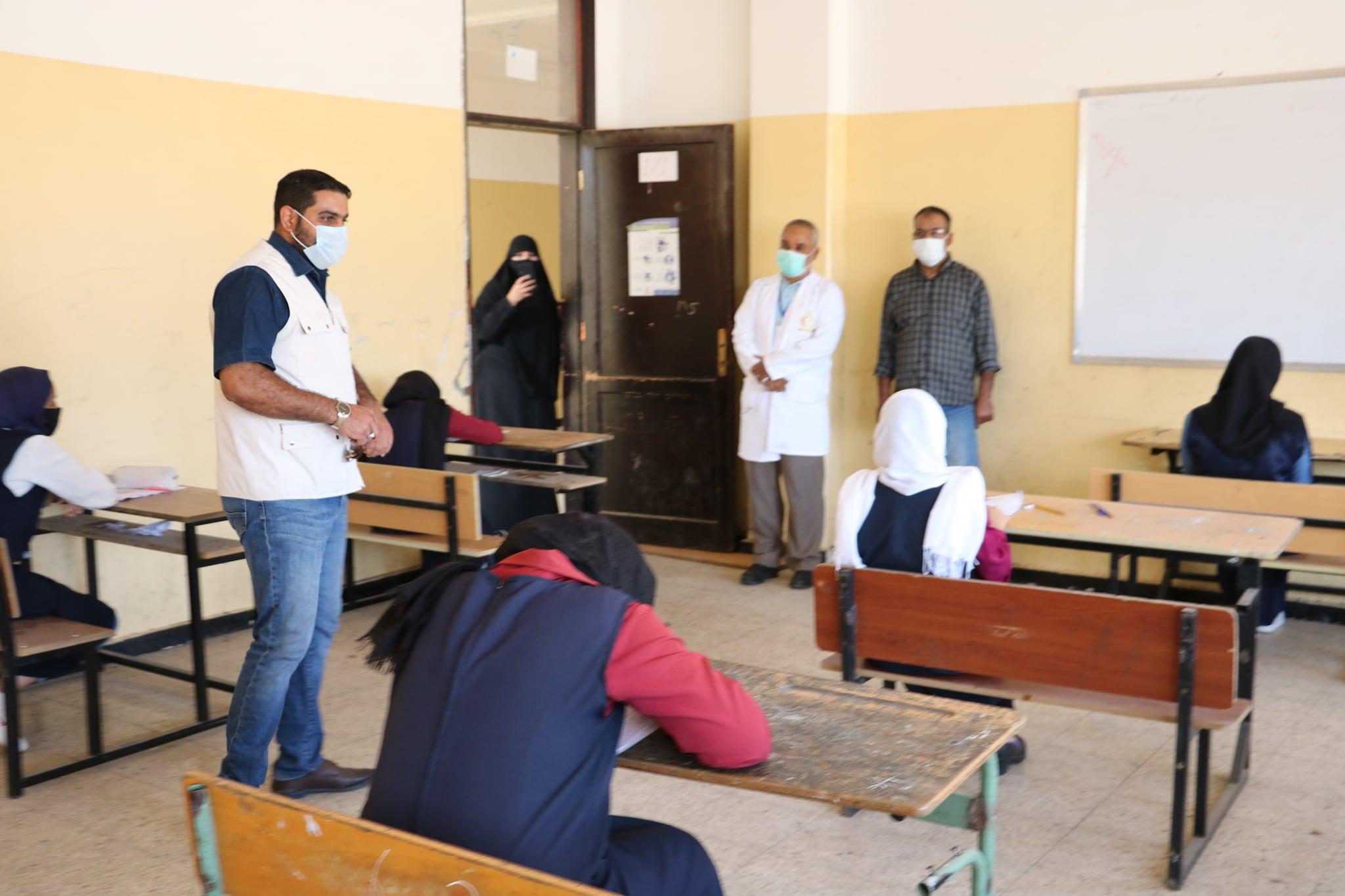 اختتام امتحانات الشهادة الإعدادية في بنغازي تحت إشراف فرقة الرصد والتقصي والاستجابة السريعة لمكافحة جائحة فيروس كورونا
