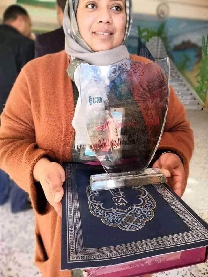 الدكتورة شادية الأبيض من مدينة زلة التي وافاها الأجل إثر إصابتها بفيروس كورونا وهي إحدى عناصر فريق الرصد والتقصي والاستجابة السريعة بالجفرة