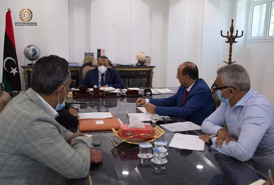 الثني يصدر تعليماته لحل مشاكل البنية التحتية في أحياء بنغازي