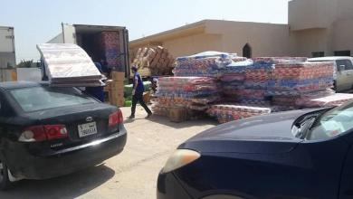 صورة لجنة الأزمة ببلدية الماية توزع مواد غير غدائية على 150 أسرة نازحة